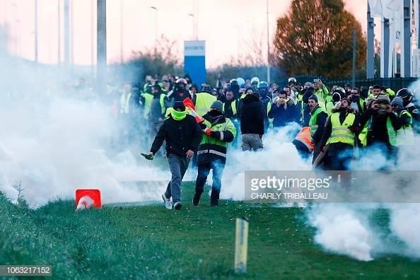 Mujer muere tras protestas Francia