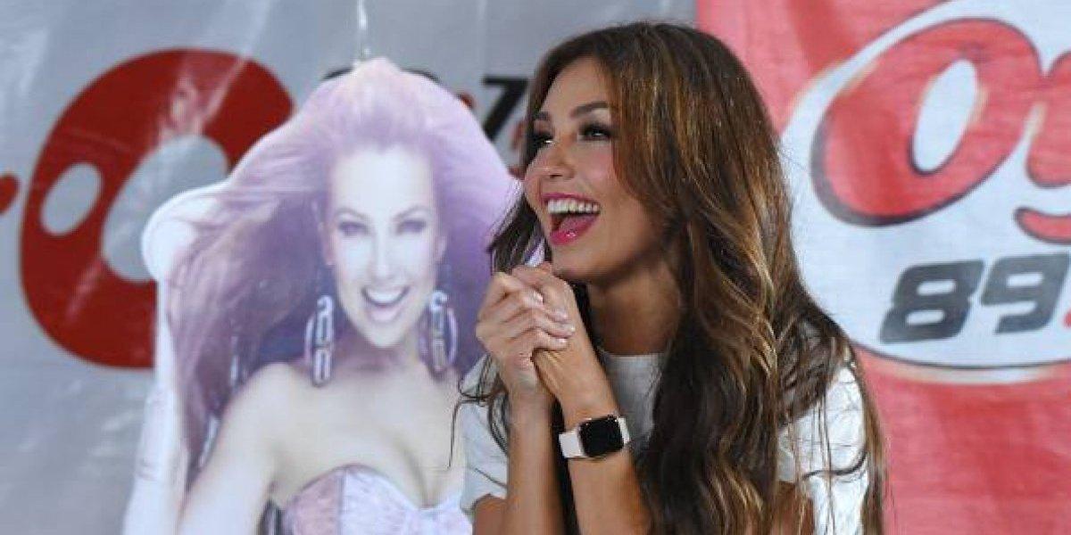 Thalía enseña de más en un ensayo para gira mundial