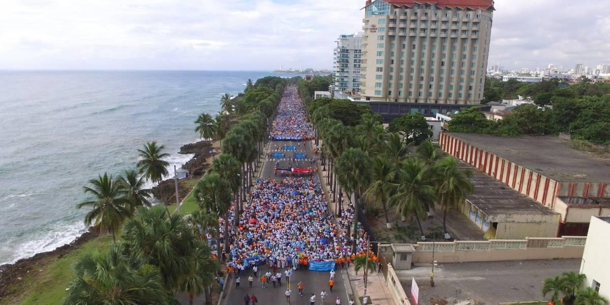 Masiva marcha de dominicanos contra despenalizar aborto