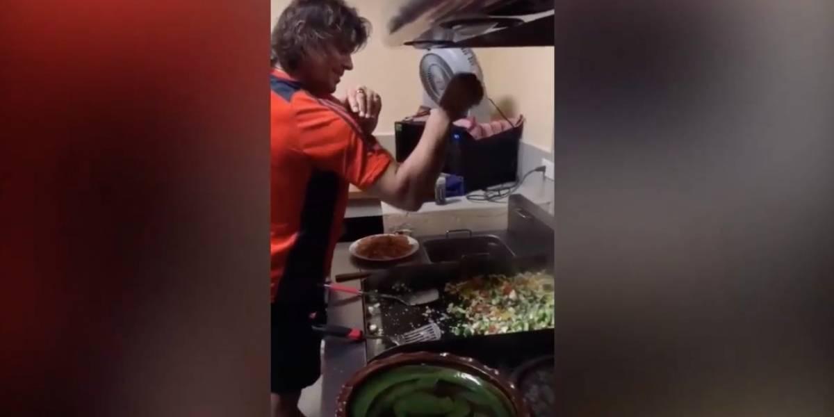 VIDEO: Matías Almeyda imita al cocinero famoso Salt Bae