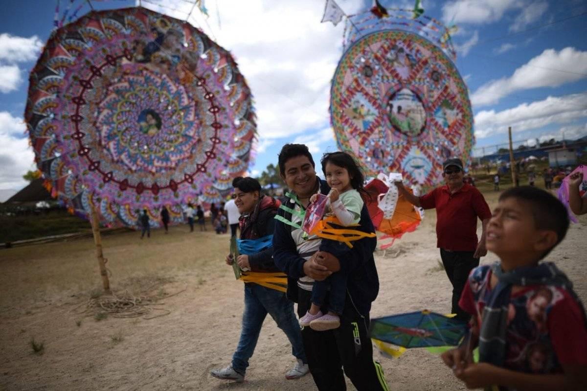 Decenas de familias celebraron el Día del barrilete. Foto: Edwin Bercián