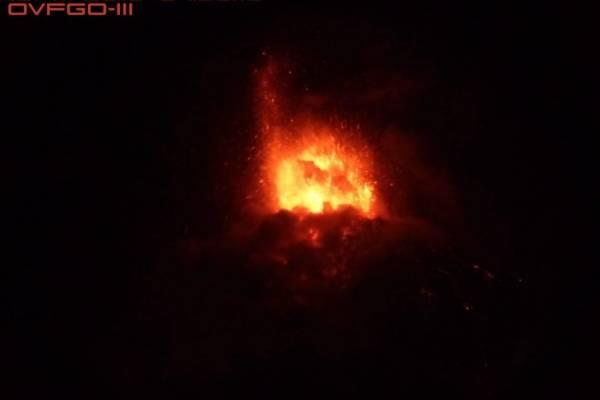 Imágenes de la erupción del volcán de Fuego, anoche.