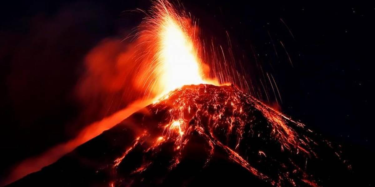 Evacúan a miles de personas por erupción inminente de volcán Taal
