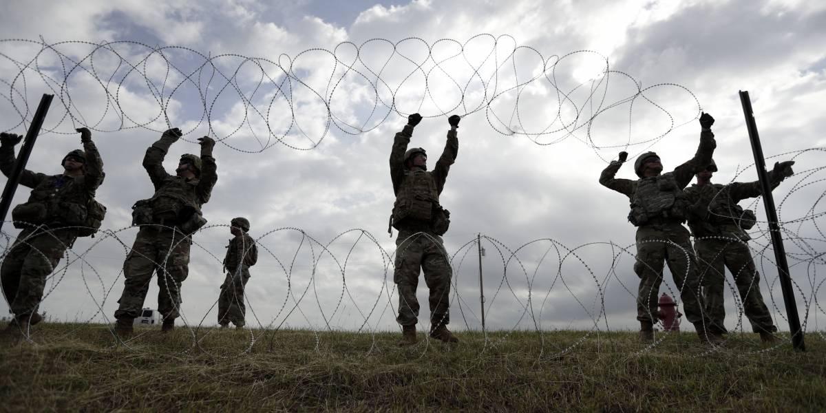 Miles de soldados sólo para armar alambradas se aburren en la frontera entre EEUU y México