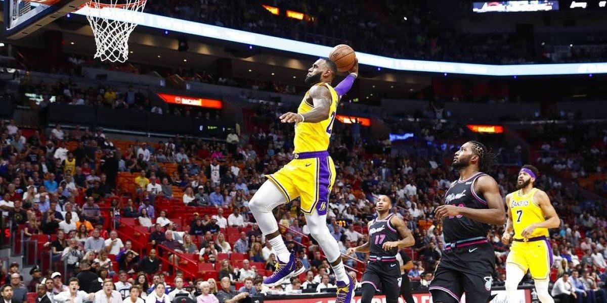 LeBron James aporta 51 puntos en otro triunfo de los Lakers