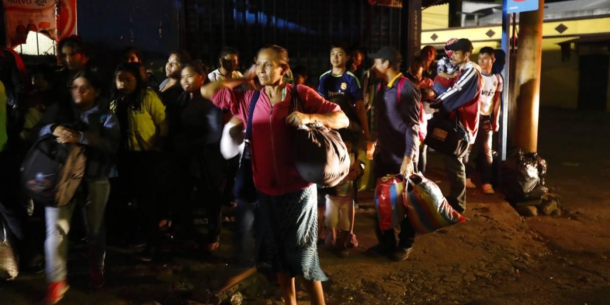 Miles de evacuados tras nueva erupción de volcán en Guatemala