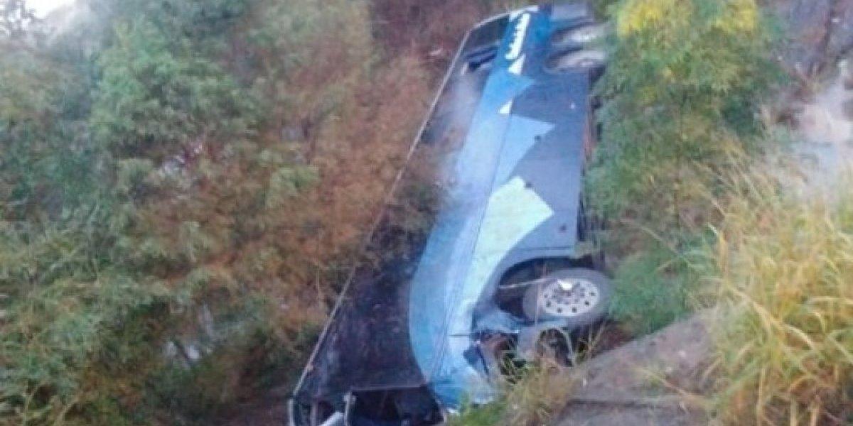 Volcadura de autobús en Nuevo León deja 5 muertos