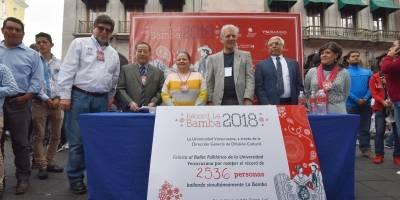 Bailarines de Veracruz rompen récord bailando La Bamba
