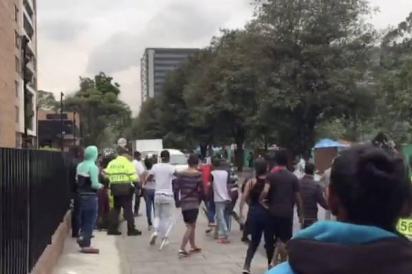 Graves disturbios en el campamento para venezolanos en Engativá