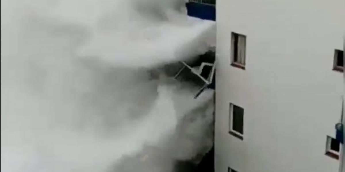 Las impactantes imágenes de las olas en Tenerife: marejadas destruyeron balcones y vidrios de edificio costero