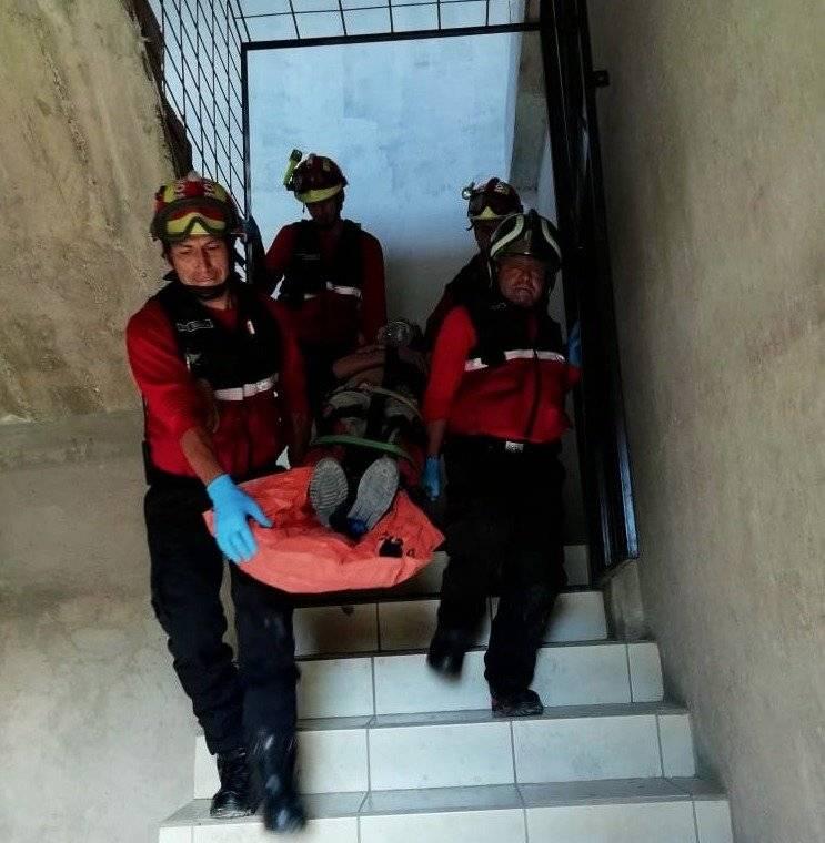 Bomberos asisten a persona que sufrió caída de altura BOMBEROS QUITO