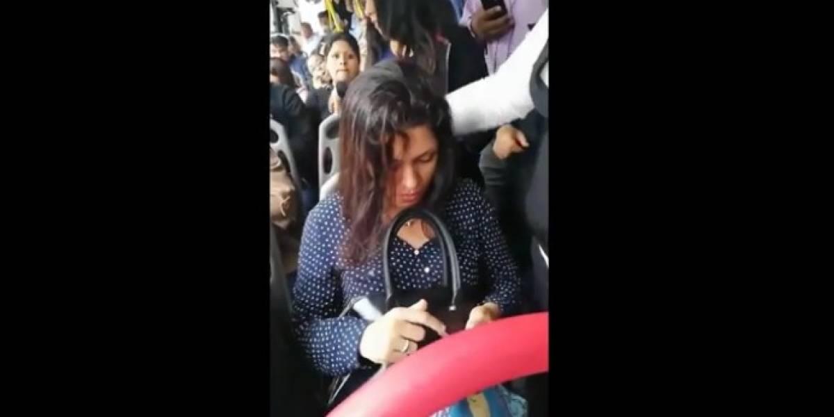 Video: Evidencian a mujer que se negó a darle el asiento a embarazada