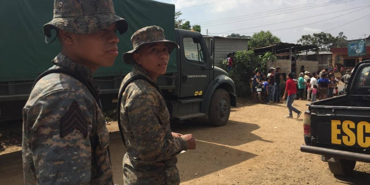Líderes comunitarios se comprometen a cuidar pertenencias de pobladores para que evacúen