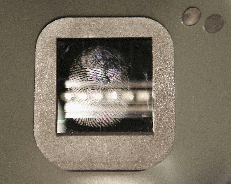 Logran crear una IA capaz de imitar huellas digitales de complejos sistemas biométricos