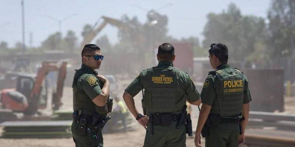 Mientras los vecinos protestan los soldados se aburren en la frontera