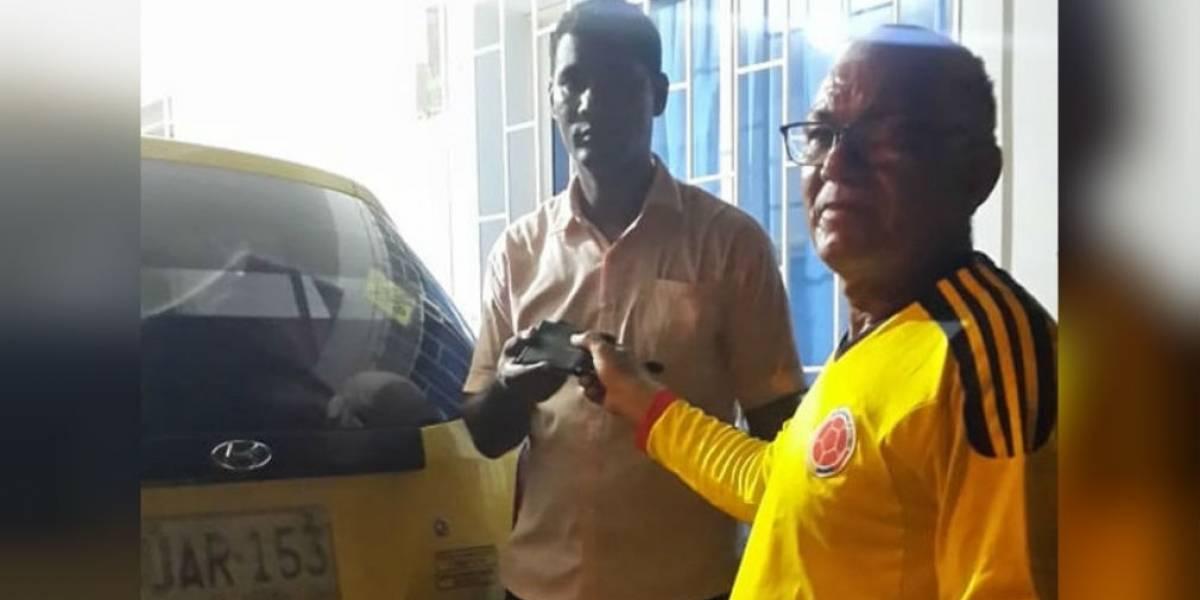 Taxista devolvió a pasajero billetera con medio millón de pesos que dejó en su vehículo