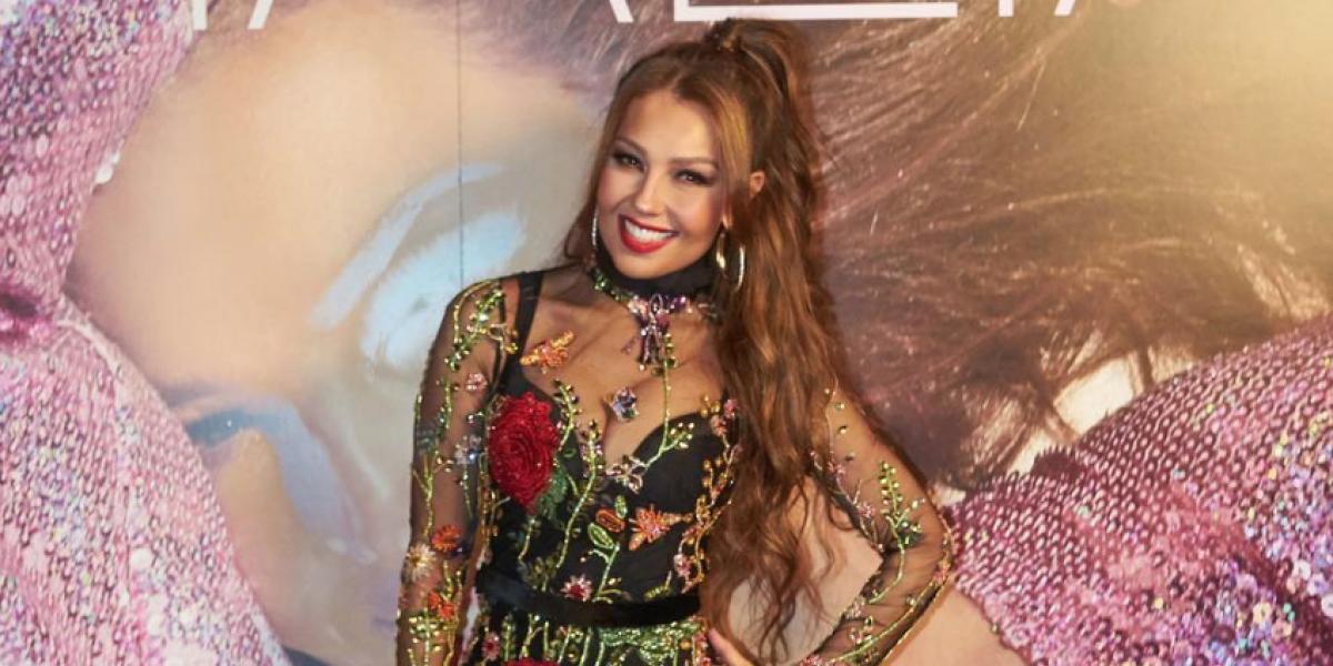 Falla de 'playback' revela verdadera voz de Thalía