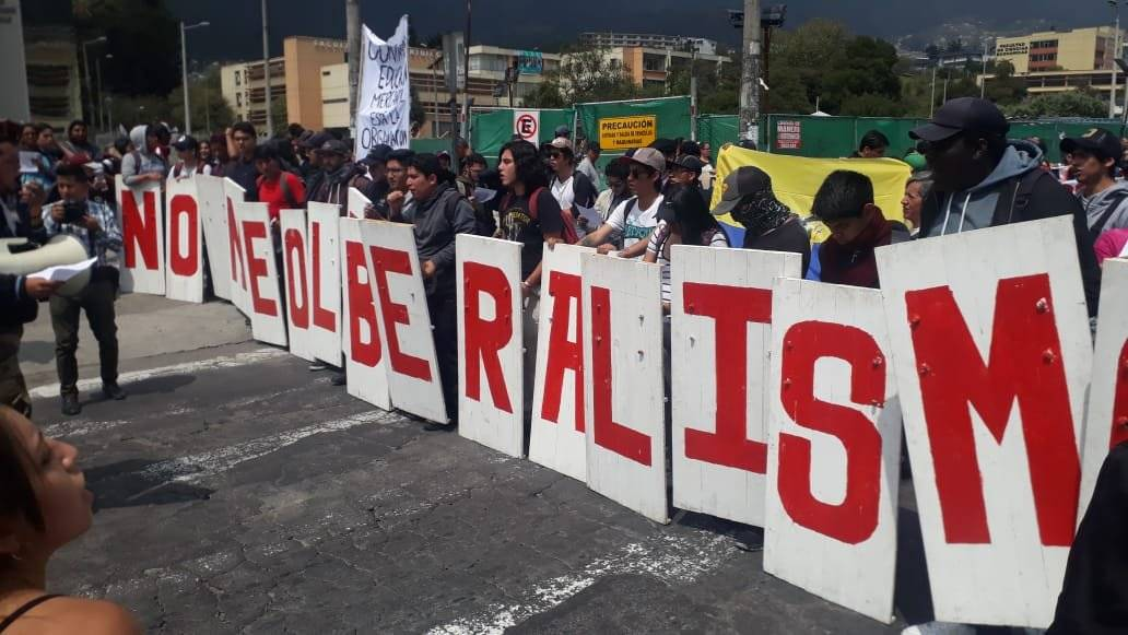 Marcha estudiantil universitaria en contra del recorte presupuestario en instituciones públicas Metro Ecuador
