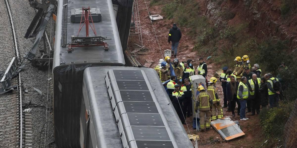 Trem sai do trilho e tomba na Espanha; acidente deixa morto e 49 feridos
