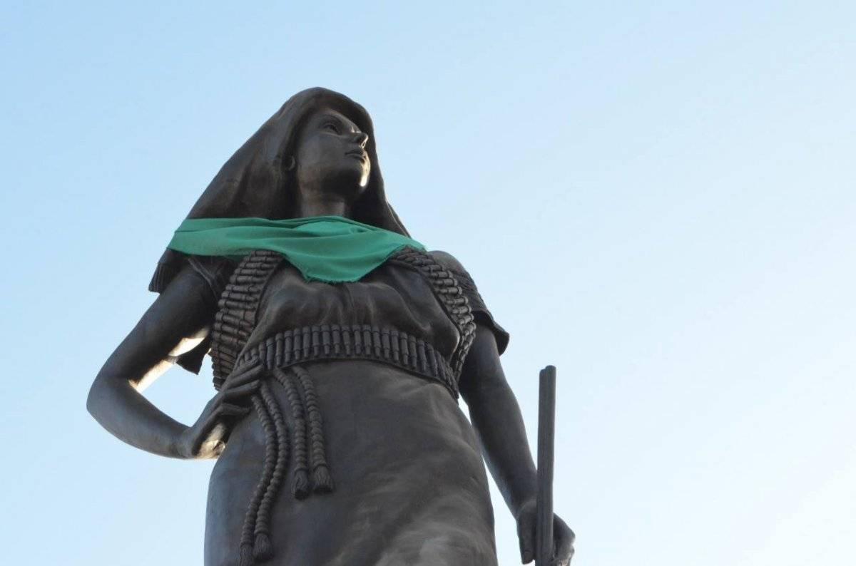 "Estatua ""Adelita"" en Chihuahua. Foto: FB MAREA VERDE Chihuahua"