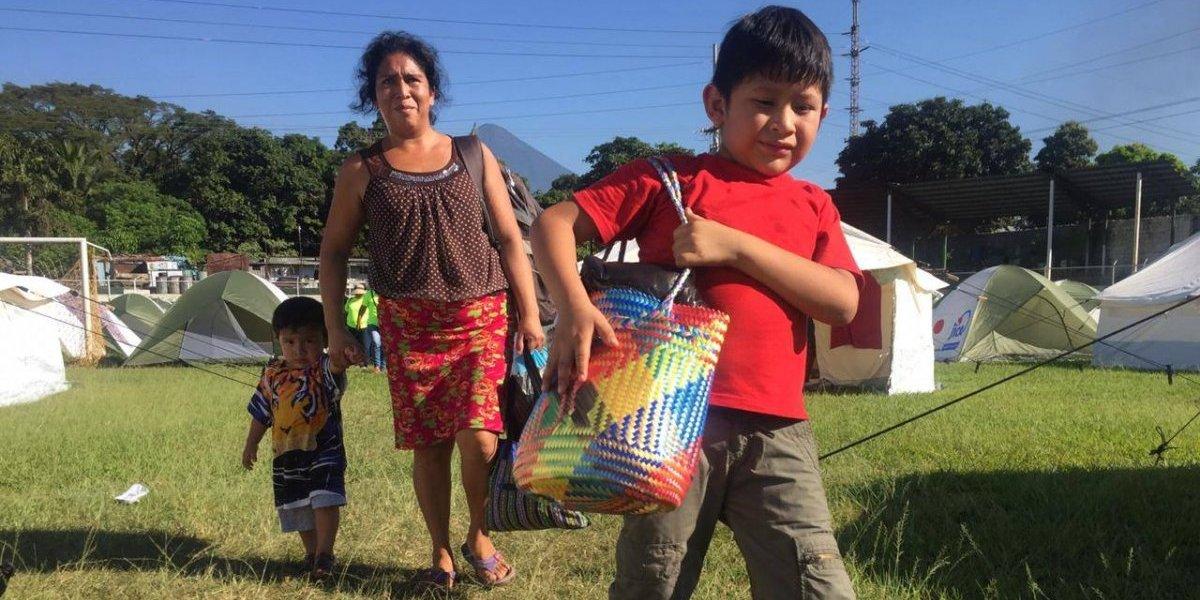 Albergados por erupción del volcán de Fuego empiezan a regresar a sus hogares