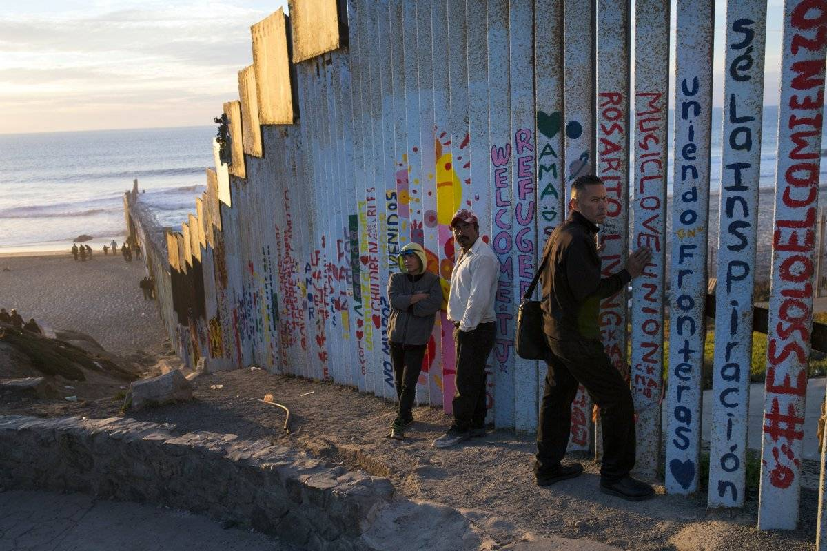 Mientras miles de migrantes en una caravana solicitan asilo en Estados Unidos Foto: AP