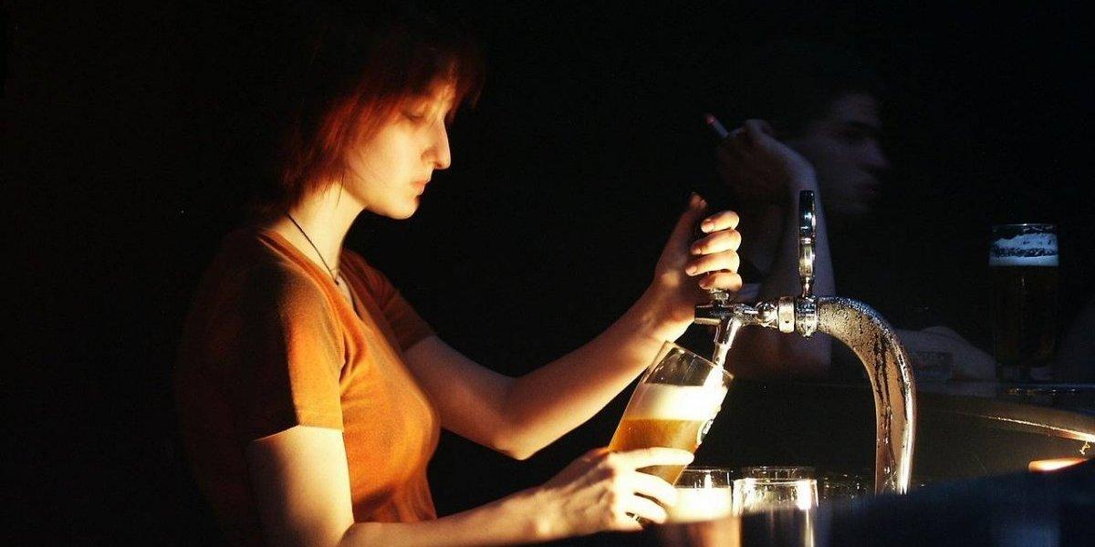 Mulheres que tomam cerveja moderadamente são mais fiéis, diz estudo