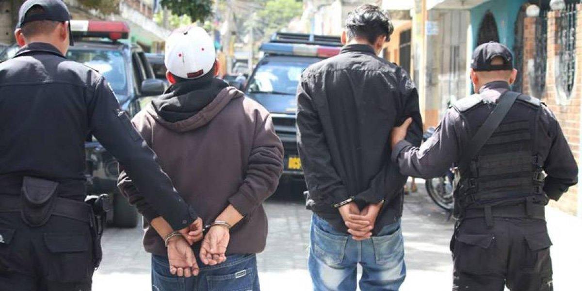 Hombres son detenidos luego de robar a pasajeros de bus