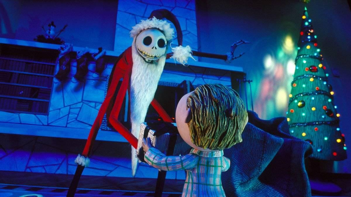 Aburrido por su rutina de sustos y gritos, el rey Calabaza secuestra a Santa Claus y planea repartir regalos macabros a los niños en Navidad. Netflix