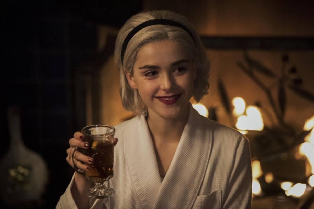 El mundo oculto de Sabrina: Un cuento invernal, Durante el Solsticio, el velo entre los vivos y los muertos se debilita. ¿Protegerá a la familia Spellman el leño de Yule?