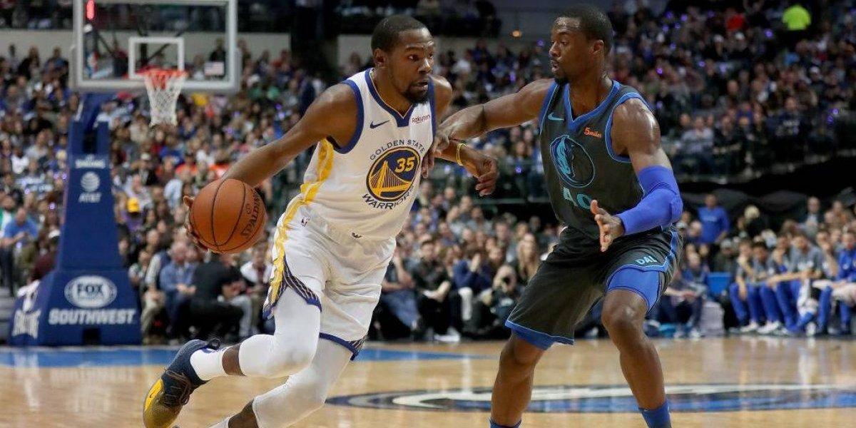 Malos modales: Captan a Kevin Durant insultando a un hincha rival en partido de la NBA