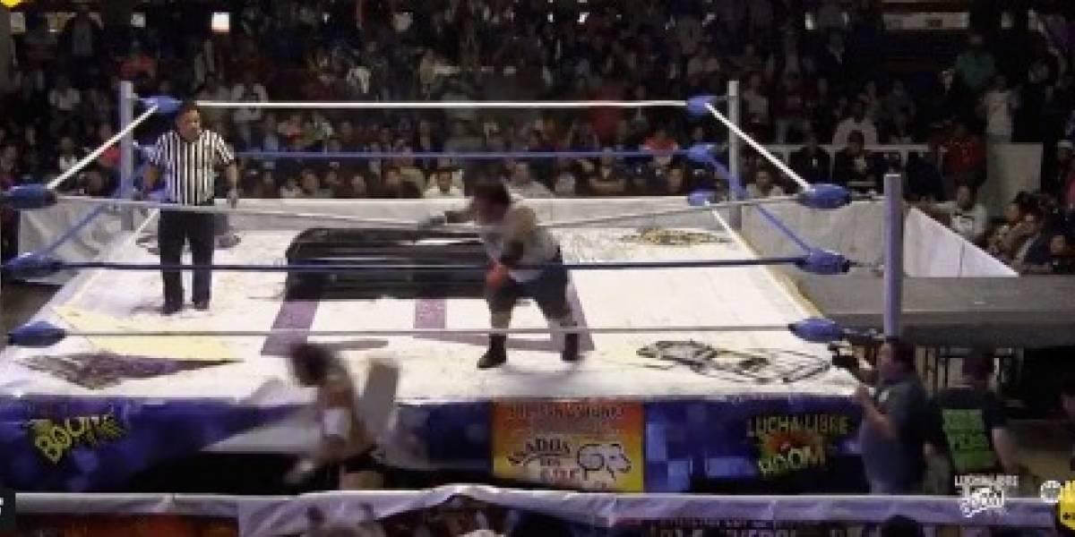 VIDEO: Luchador mexicano conmociona a rival por romperle ladrillo en la cabeza