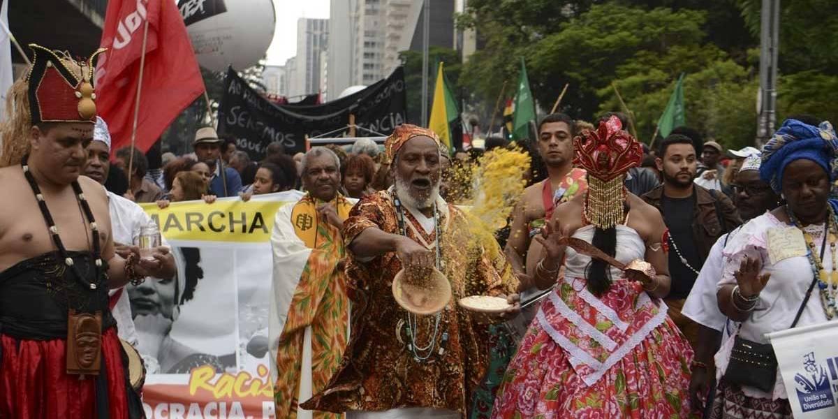 Marcha da consciência negra pede democracia, direitos e fim do racismo