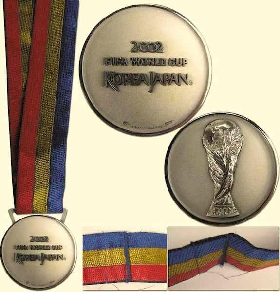 Esta es la otra medalla que está siendo subestad: la plata de Corea-Japón 2002 the-saleroom.com