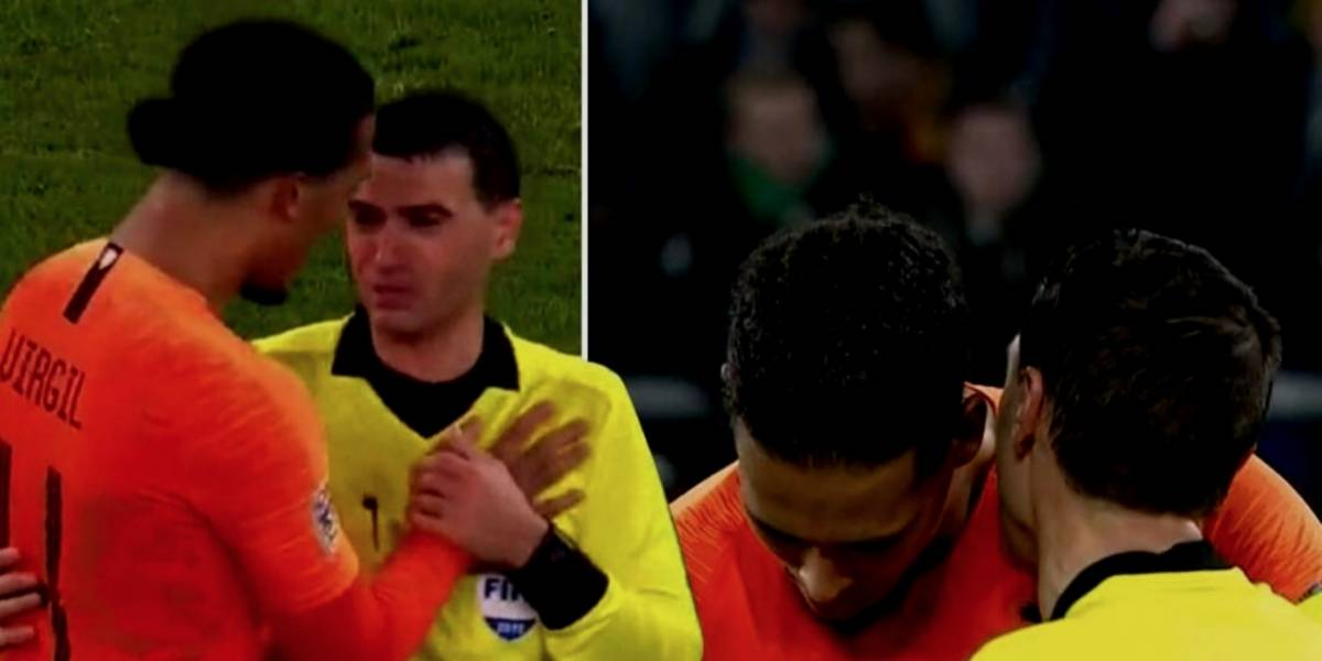 VIDEO: Virgil van Dijk consuela a árbitro que perdió a su madre tras partido
