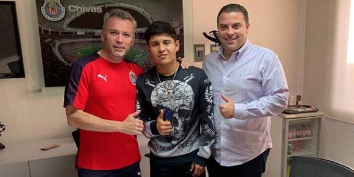 """Chofis"" López firmó ya renovación con Chivas"