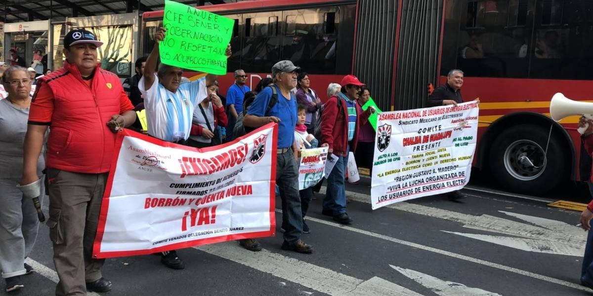 Manifestantes bloquean Insurgentes Sur; van hacia la Sener