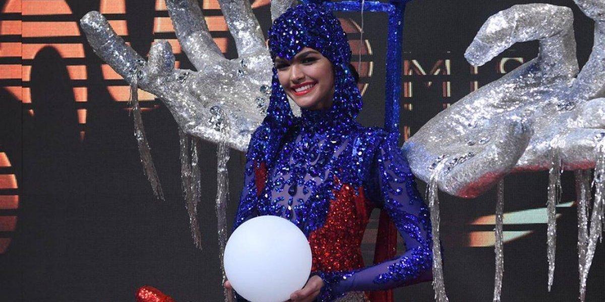 Kiara Liz arma sola su traje típico y se luce en la pasarela