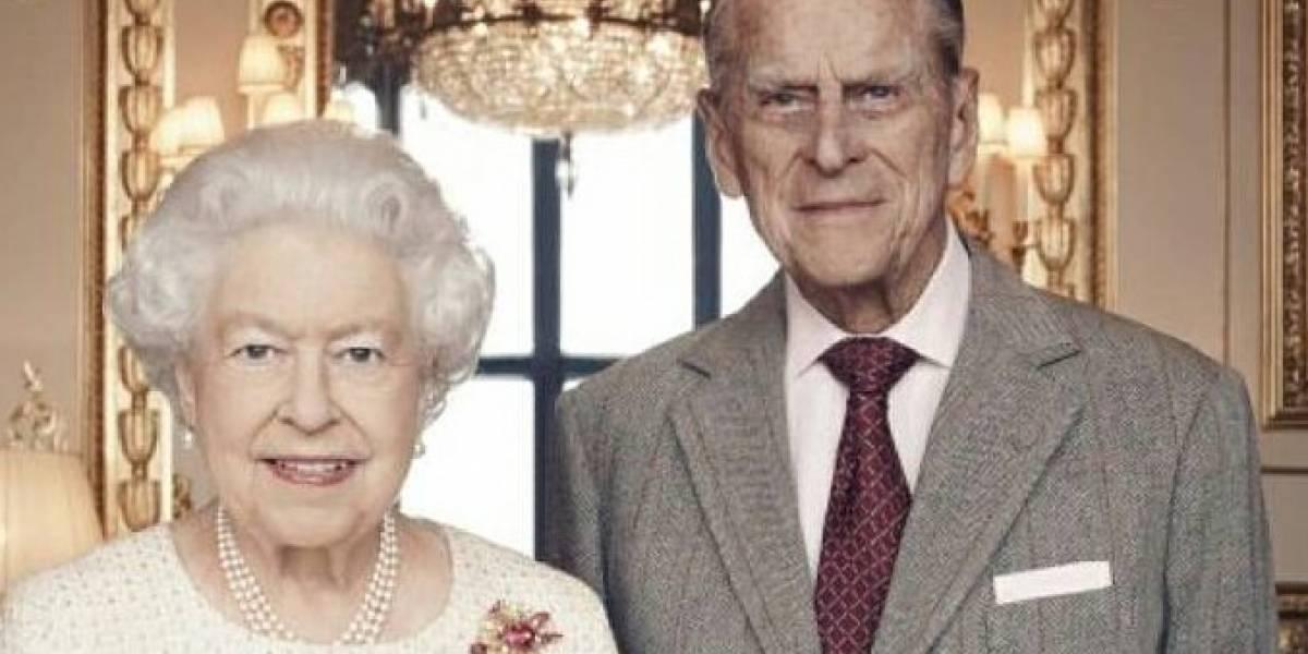 """Cómo las niñas Scouts de Australia """"salvaron"""" la boda de la reina Isabel II"""