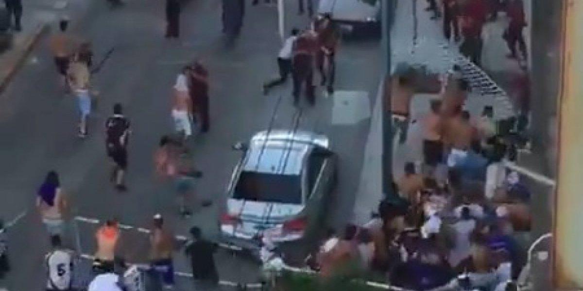 VIDEO: Aficionados y policías protagonizan terrible enfrentamiento en la segunda división de Argentina