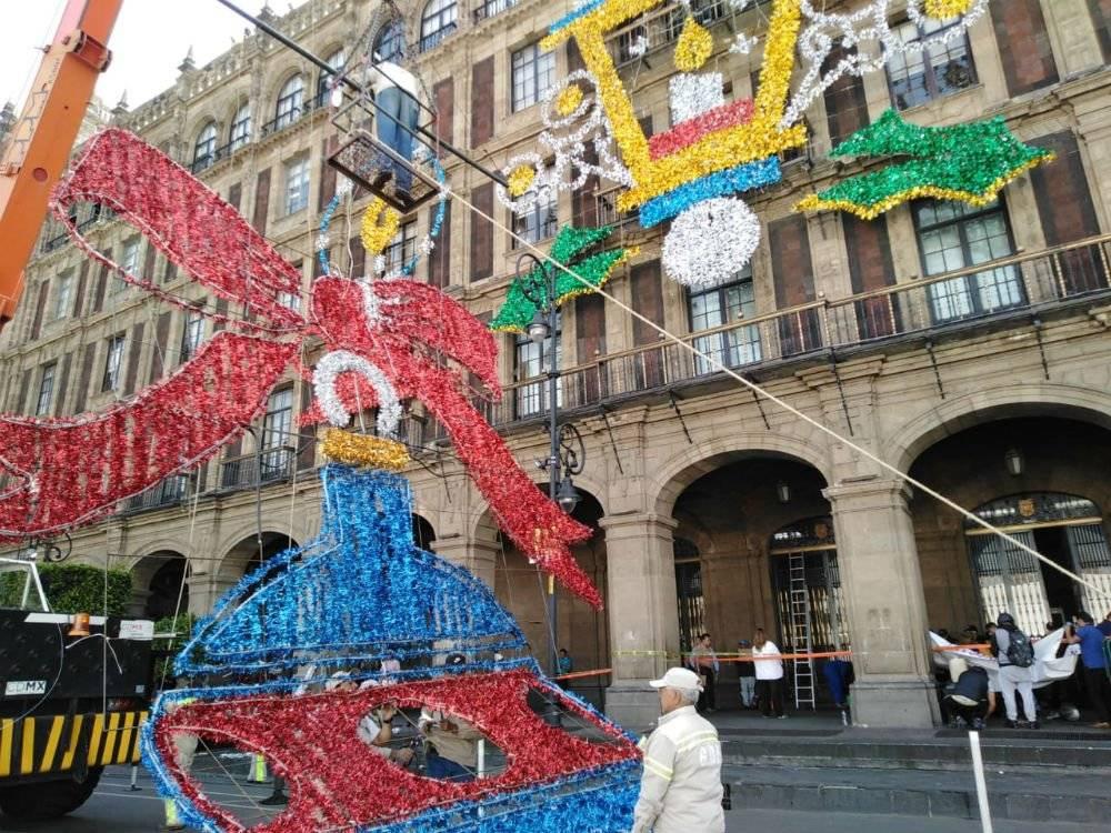 En la calle 20 de noviembre se colocará una pieza tridimensional, la cual será una Corona de Adviento Foto: Cuartoscuro