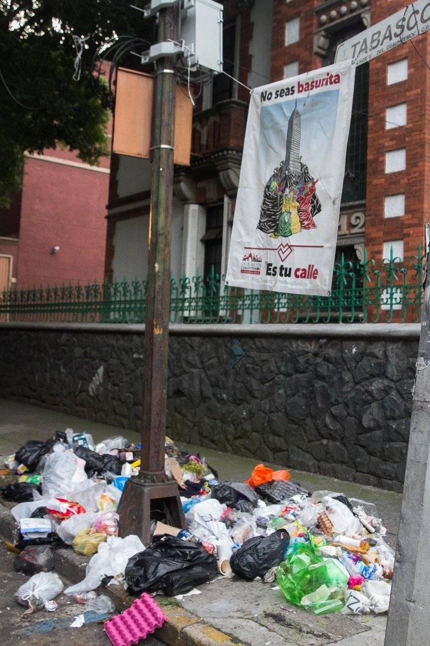 La basura en la calle es una grave problema. Cortesía.
