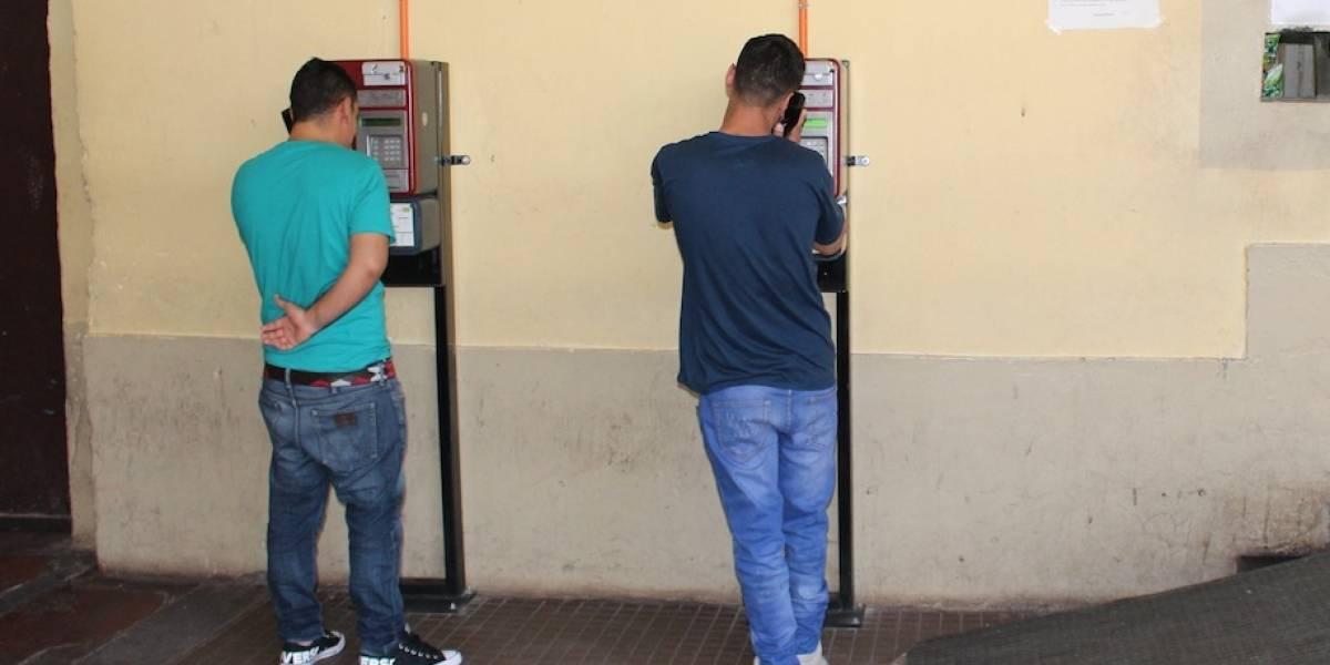 Solo cuentas alegres: el enorme cambio en cárcel de Los Andes tras instalación de teléfonos públicos de libre acceso para reos