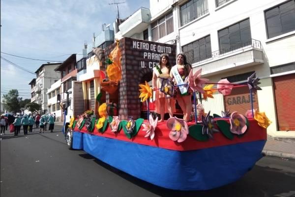 Así fue el desfile de los mercados que dio inicios a las Fiestas de Quito
