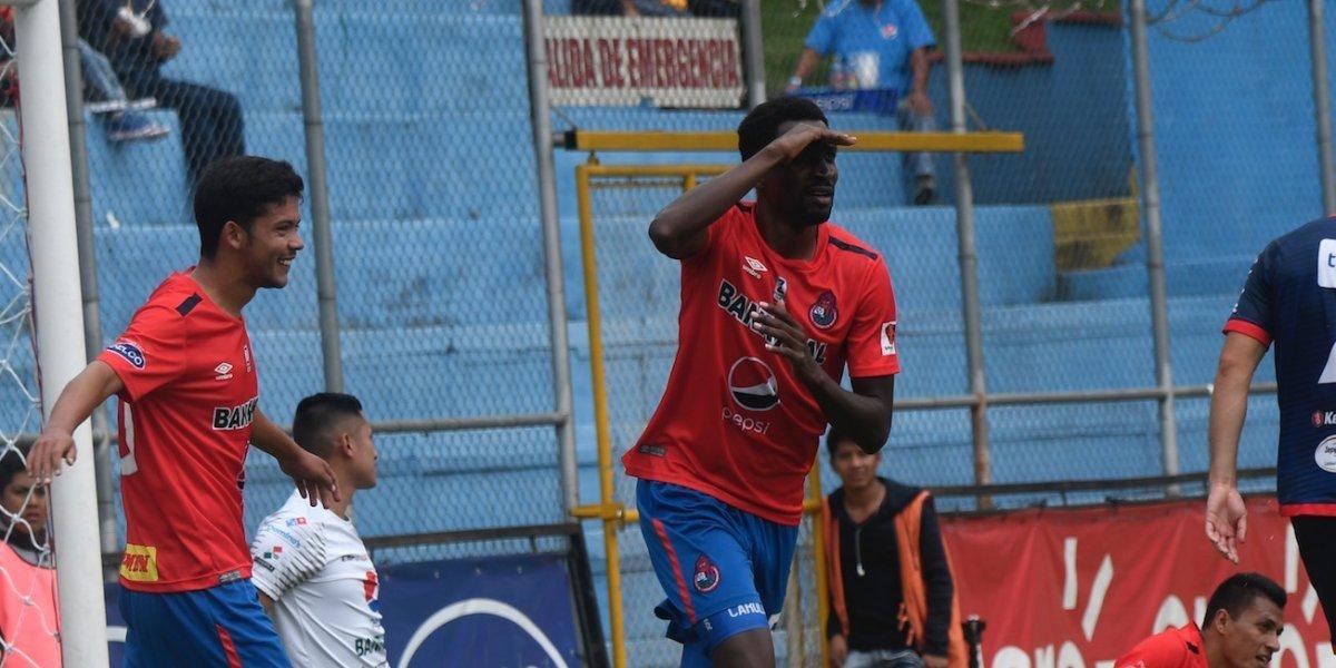 Sin que el club anuncie su salida, Denniss López se despide de Municipal