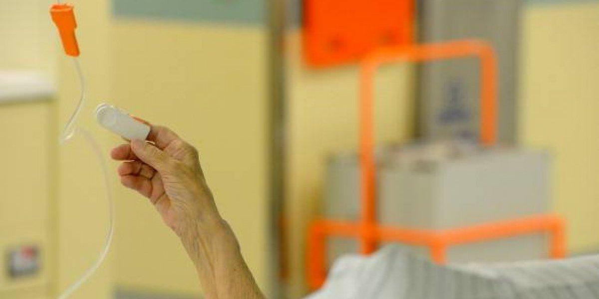 """La sometieron a compleja cirugía para curarle un """"cáncer"""": el inexplicable error médico que arruinó la vida de una mujer de 73 años"""