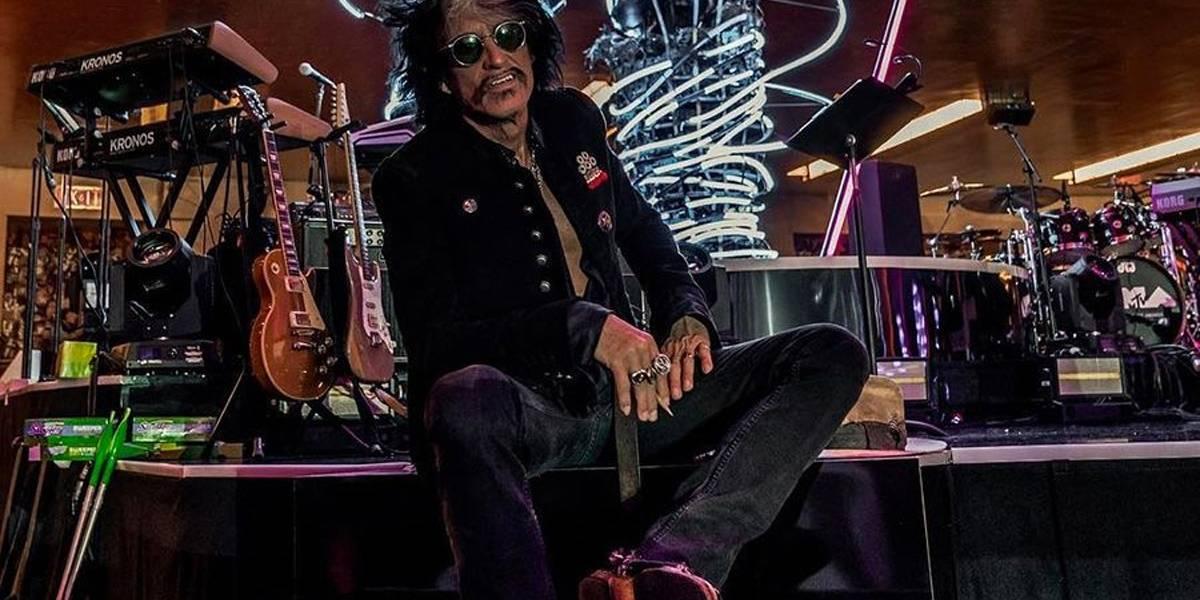 Guitarrista do Aerosmith cancela turnê após desmaiar em camarim