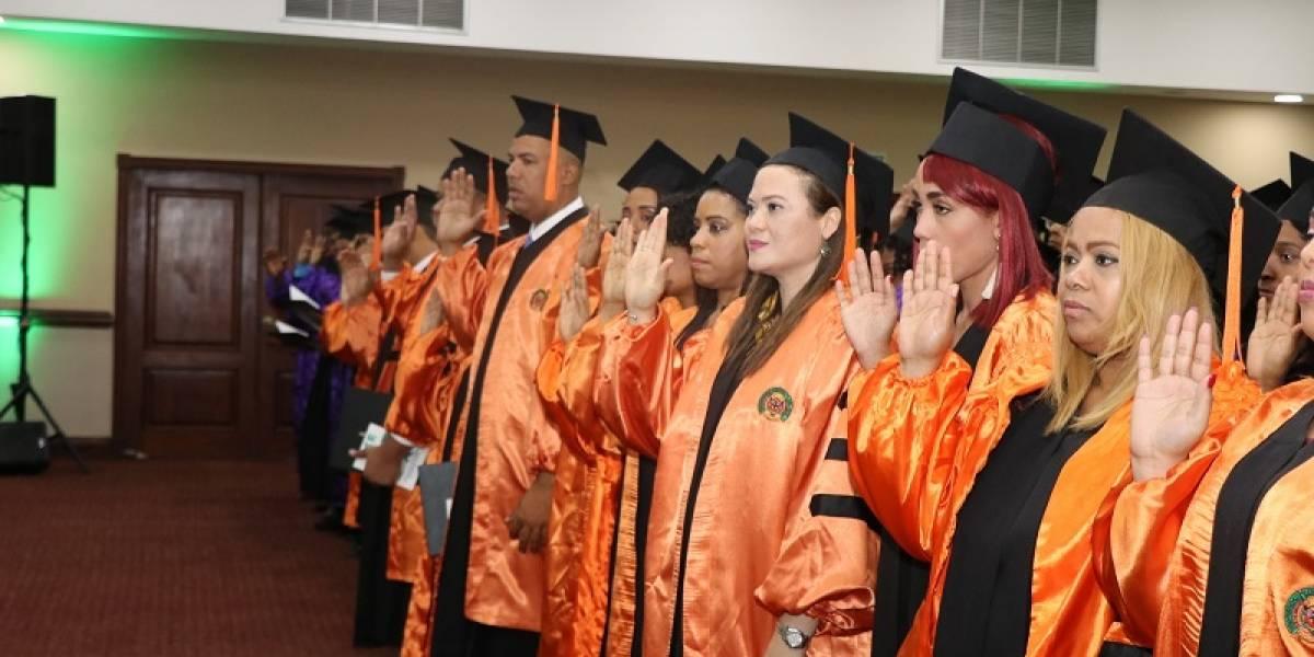 UCE gradúa 202 nuevos profesionales en diversas áreas del saber científico