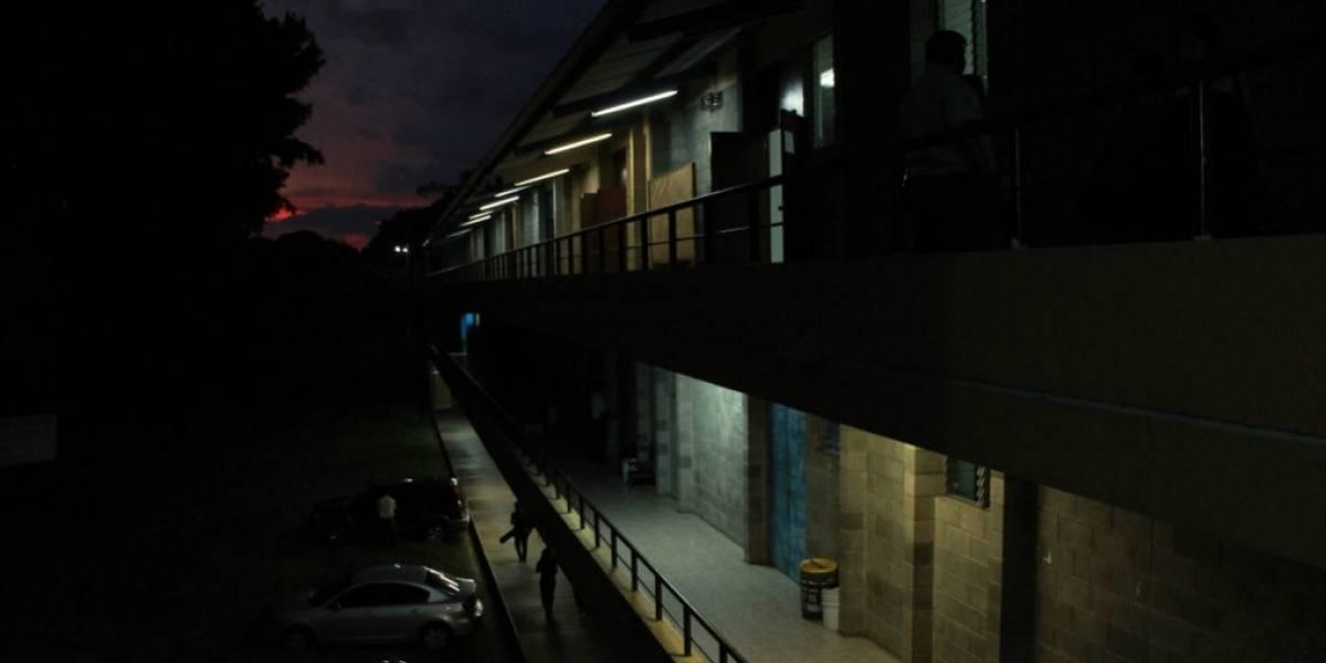 Joven se lanza de edificio universitario en Suchitepéquez
