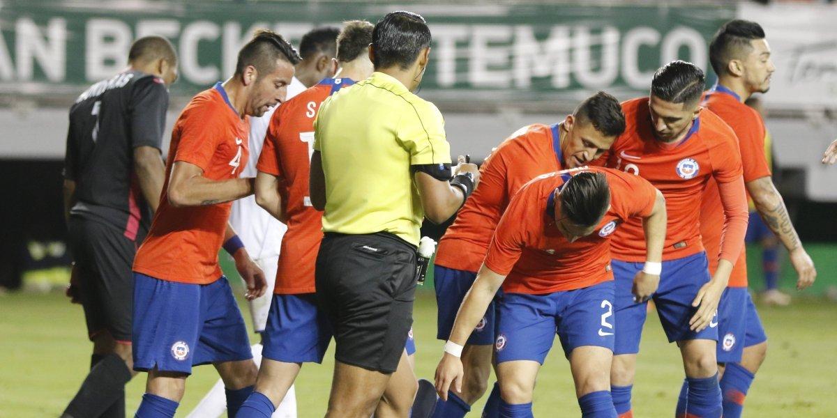 """""""Pésimo, grosero, desastroso"""": En Honduras están indignados con el árbitro peruano del amistoso ante Chile"""